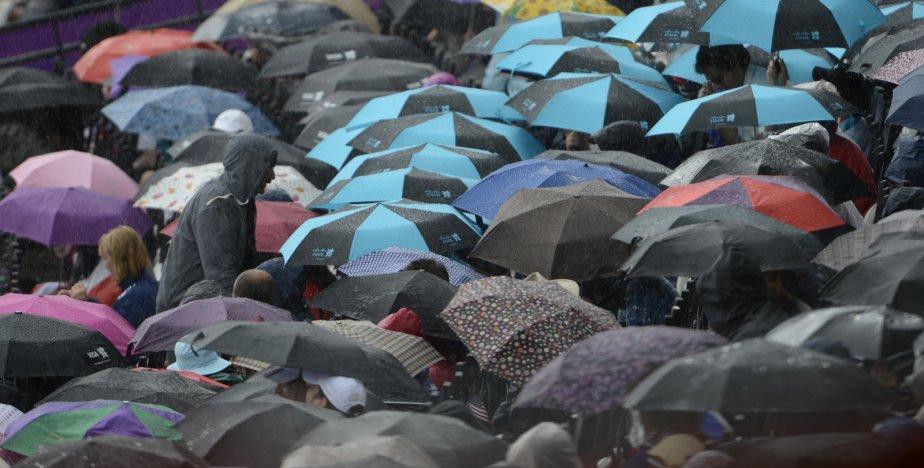 Les parapluies étaient à l'honneur au stade olympique pour les épreuves d'athlétisme. | 3 août 2012
