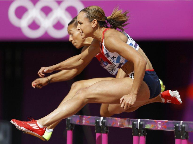 La Britannique Jessica Ennis et l'Américaine Hyleas Fountain courent le 100 m haies dans le cadre de l'heptatlon. | 3 août 2012