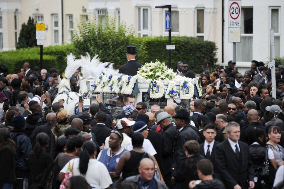 Les funérailles de Mark Duggan, célébrées dans le... (PHOTO CARL COURT, ARCHIVES AFP)