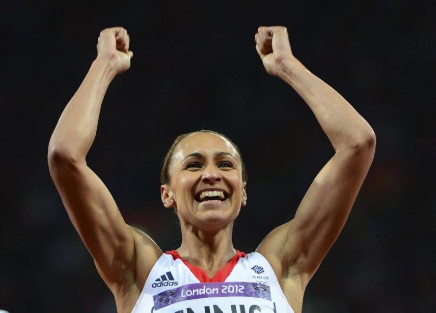L'heptathlète Jessica Ennis, la plus attendue pour l'or de la délégation britannique, était nettement en tête de la compétition après quatre des sept épreuves. | 3 août 2012