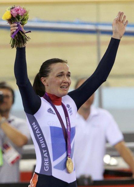 La cycliste britannique Victoria Pendleton a fondu en larmes sur le podium après être devenue la première championne olympique de keirin. | 3 août 2012