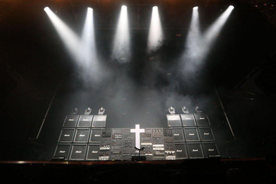 La croix illuminée emblématique du duo... (Photo fournie par le festival)