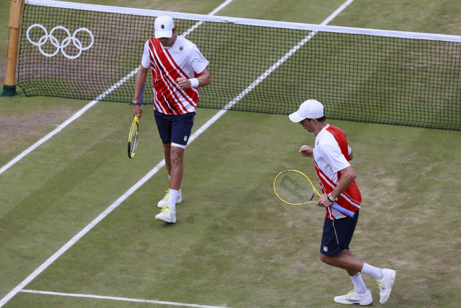 Mike Bryan et Bob Bryan... (Photo : Adrees Latif, Reuters)