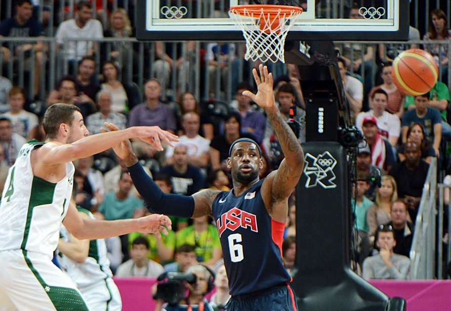 LeBron James s'est levé pour les États-Unis contre la surprenante Lituanie. | 4 août 2012