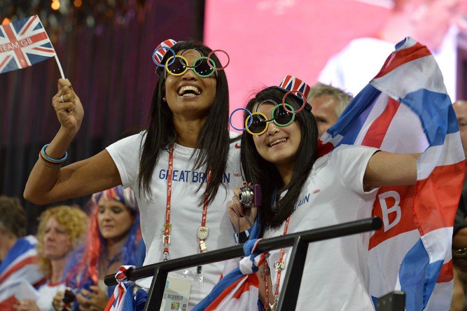 Des Britanniques célèbrent la médaille d'or obtenue par... (Photo: AFP)