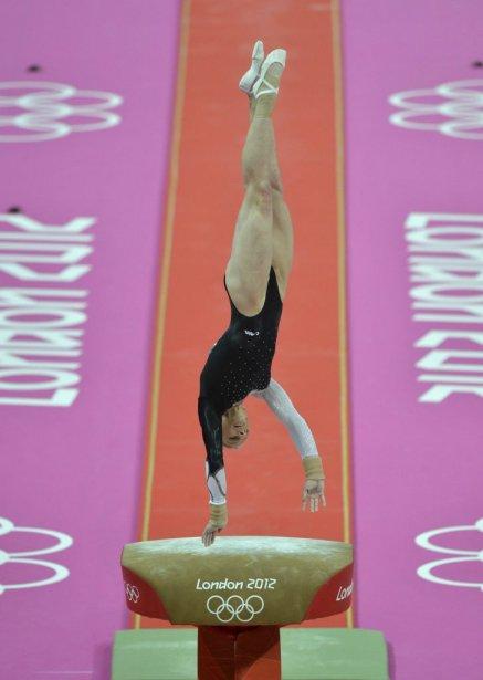 La Roumaine Sandra Izbasa a remporté la médaille d'or au cheval sautoir grâce à un score de 15,191. | 5 août 2012