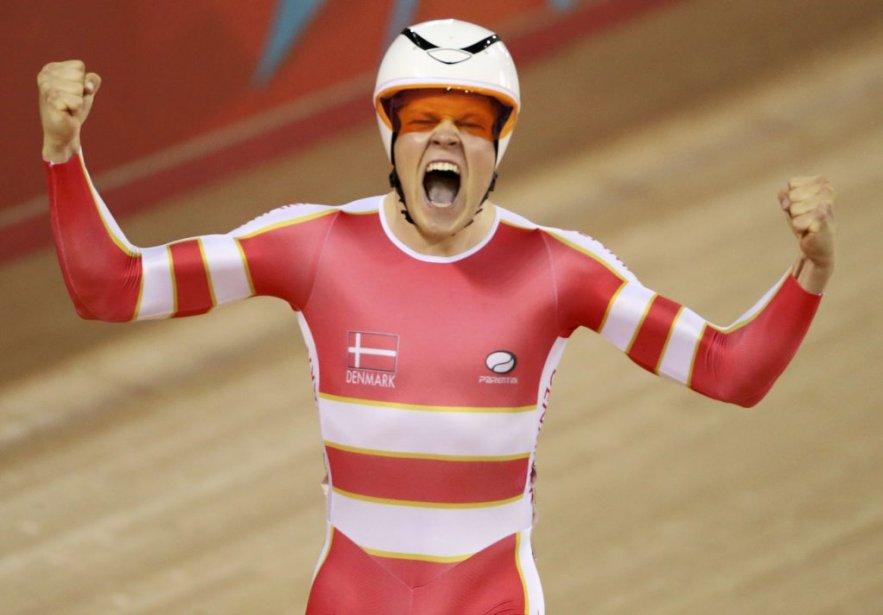 Le Danois Lasse Hansen jubile après avoir été sacré champion olympique de l'omnium, une nouvelle épreuve figurant au programme des Jeux olympiques, sur la piste du vélodrome de Londres. | 5 août 2012