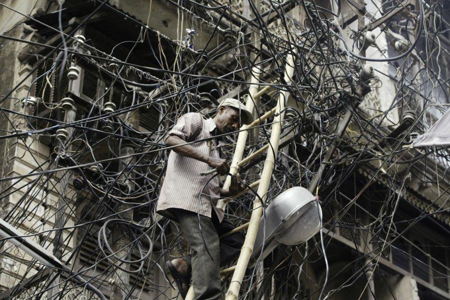 Profitant de réseaux de distribution obsolètes, les vols... (PHOTO RAJESH KUMAR SINGH, ARCHIVES ASSOCIATED PRESS)