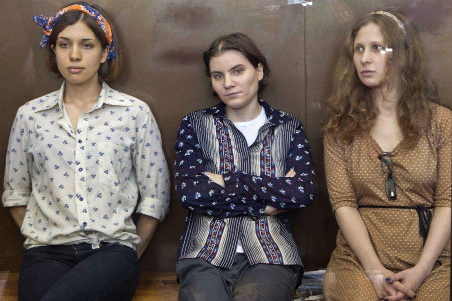 Nadezhda Tolokonnikova, Yekaterina Samutsevich et Maria Alekhina sont... (Photo Misha Japaridze, Associated Press)