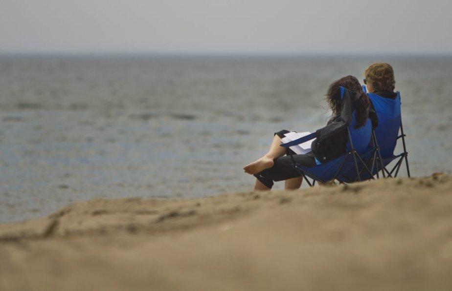 Touristes sur les plages de Mingan. | 6 août 2012