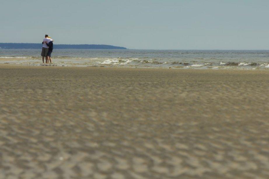 Couple d'amoureux sur les plages de Sept-Îles. | 6 août 2012