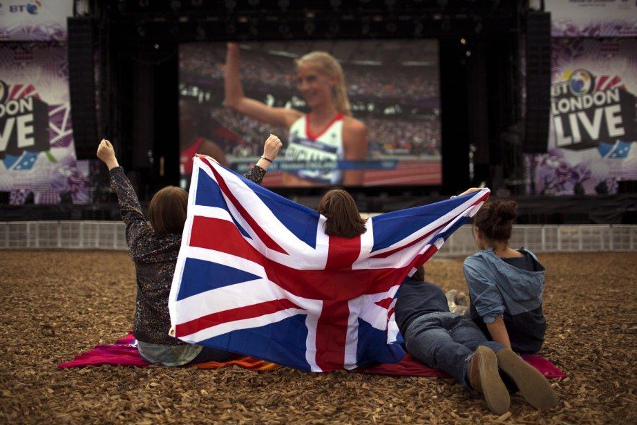 Des partisans britanniques ont regardé la demi-finale du 1500 mètres féminin sur un écran géant dans Hyde Park. | 6 août 2012