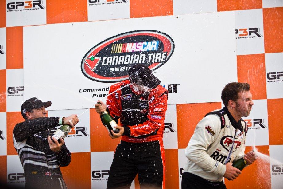 Le podium NASCAR: Louis-Philippe Dumoulin, Andrew Ranger et J.R. Fitzpatrick. | 6 août 2012