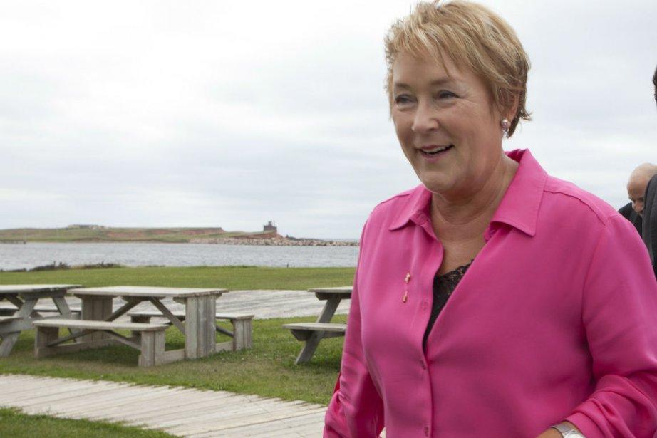 Pauline Marois à son arrivée aux Iles-de-la-Madeleine.... (Photo Jacques Boissinot, La Presse Canadienne)