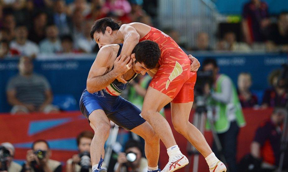 L'Iranien Omid Haji Noroozi a affronté le Japonais Ryutaro Matsumoto en demi-finale chez les 60 kg en lutte gréco-romaine. | 6 août 2012