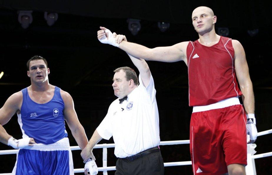 Le parcours du boxeur trifluvien Simon Kean (à gauche) aux Jeux de Londres s'est arrêté en quarts de finale quand il a subi la défaite aux dépens du Kazakh Ivan Dychko. | 6 août 2012