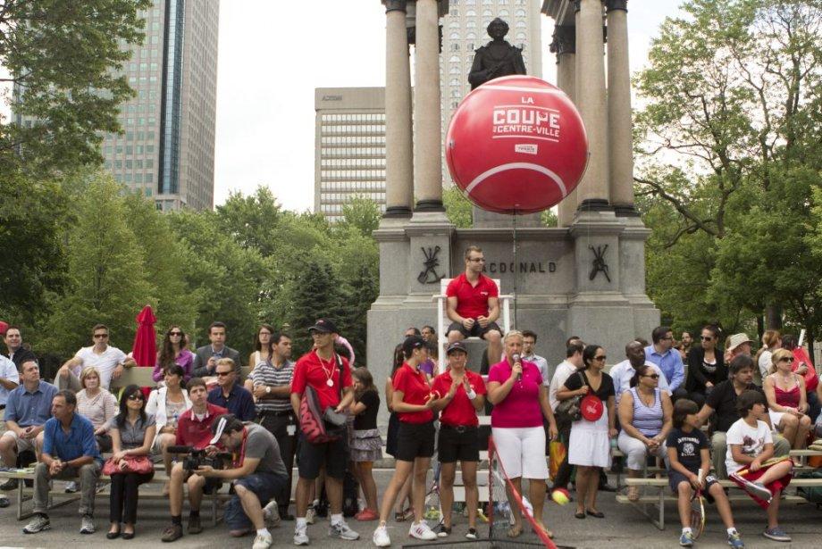 Un petit court a été installé pour l'occasion sur la Place du Canada. | 6 août 2012