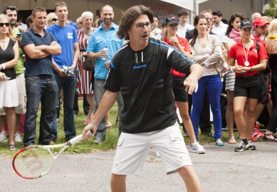 Jean-René Dufort a lancé àMartina Navratilova le défi de le battre sur le court. | 6 août 2012