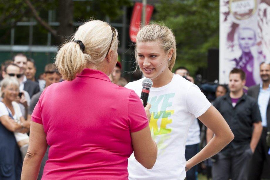 Eugénie Bouchard répond aux questions de l'analyste de tennis de RDS Hélène Pelletier. | 6 août 2012