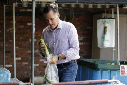 Mitt Romney, dans un effort de se doter... (Photo: Reuters)