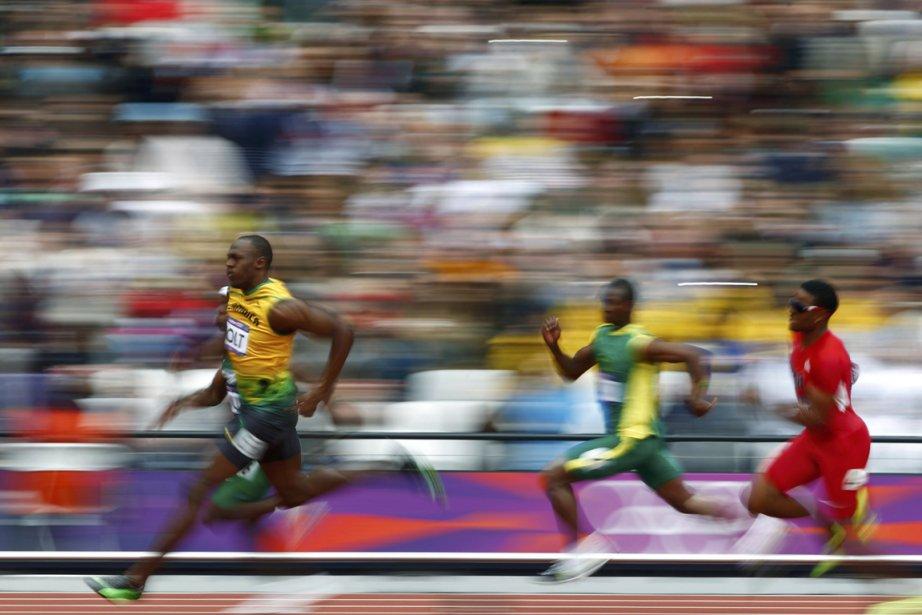 Le Jamaïcain Usain Bolt s'est qualifié pour les demi-finales du 200 mètres en remportant sa vague en 20 sec 39/100e. | 7 août 2012