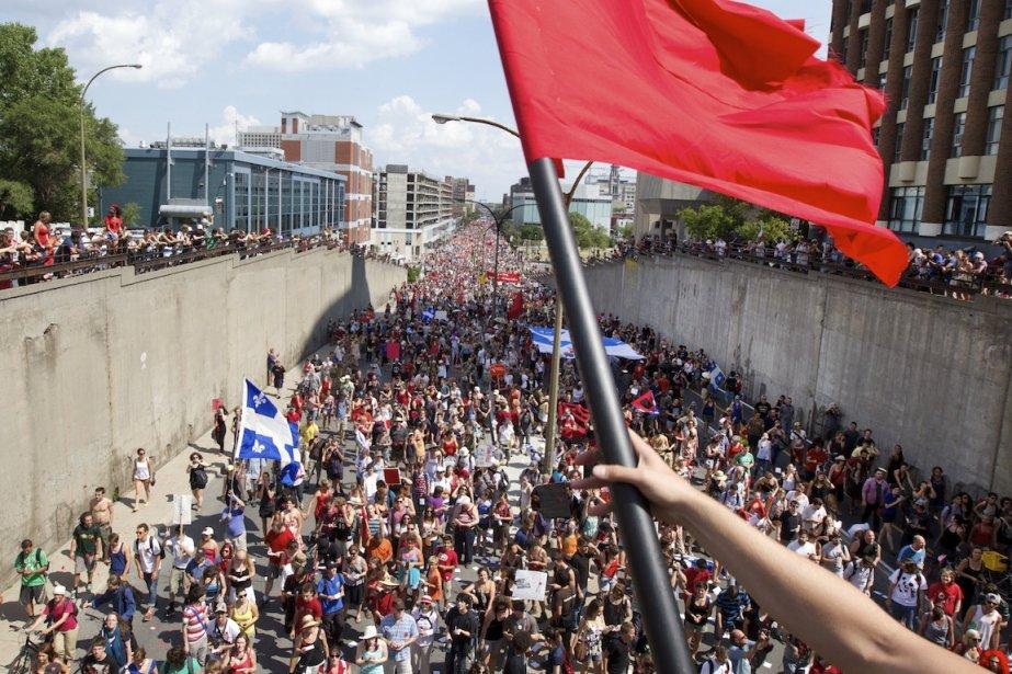 L'agitation sociale, déclenchée par les étudiants, parce qu'elle... (PHOTO ROBERT SKINNER, LA PRESSE)
