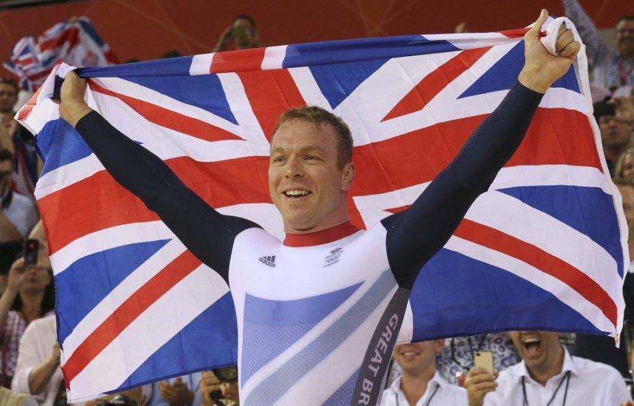 Le cycliste Chris Hoy a remporté la sixième médaille d'or de sa carrière, en keirin. | 7 août 2012