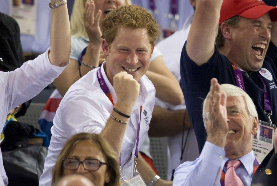 Le prince Harry a assisté à la victoire du cycliste britannique Chris Hoy en keirin au vélodrome olympique. | 7 août 2012