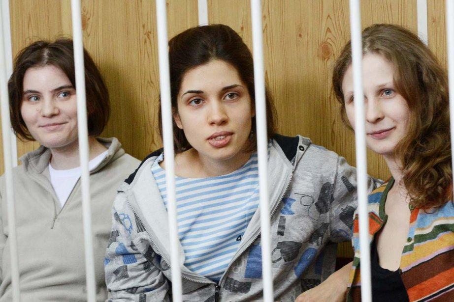 Nadejda Tolokonnikova, Maria Aliokhina et Ekaterina Samoutsevitch ne... (PHOTO NATALIA KOLESNIKOVA, AGENCE FRANCE-PRESSE)