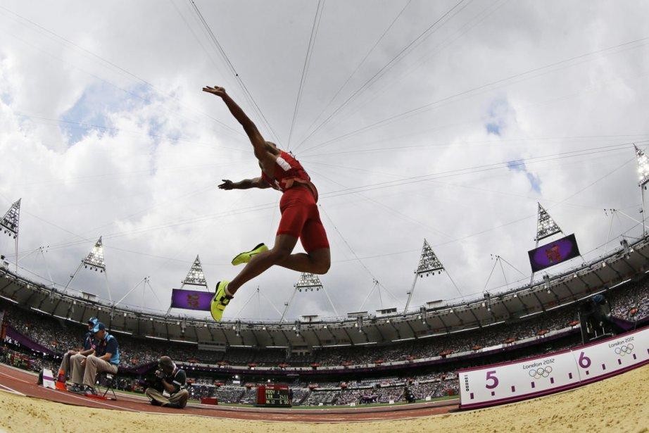 L'Américain Ashton Eaton pointait en tête du décathlon après les deux premières épreuves, le 100 m et la longueur. | 8 août 2012