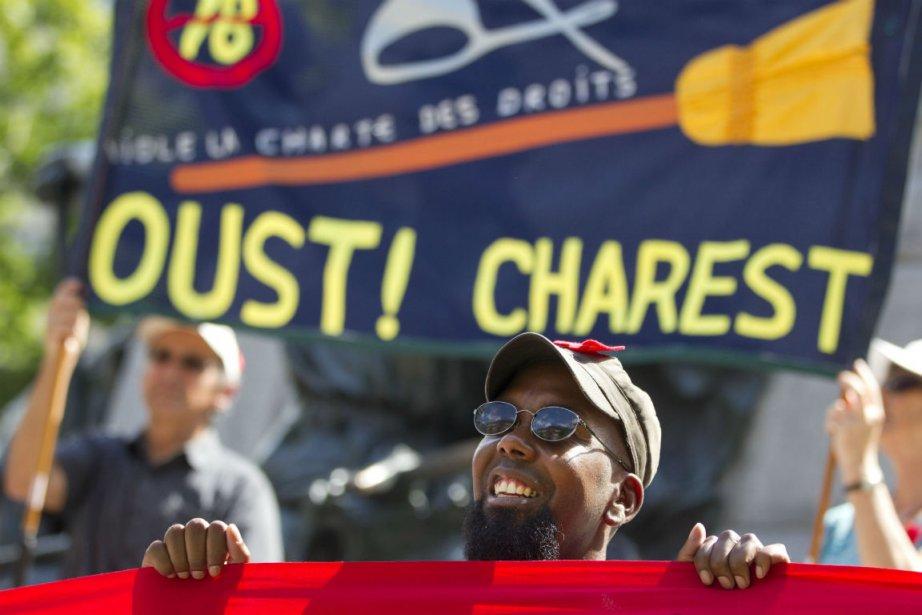Jean Charest qui s'en remet aux policiers pour l'application de la loi...