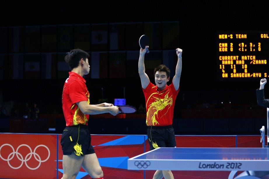 Les Chinois Zhang Jike et Wang Hao.... (PHOTO GRIGORY DUKOR, REUTERS)