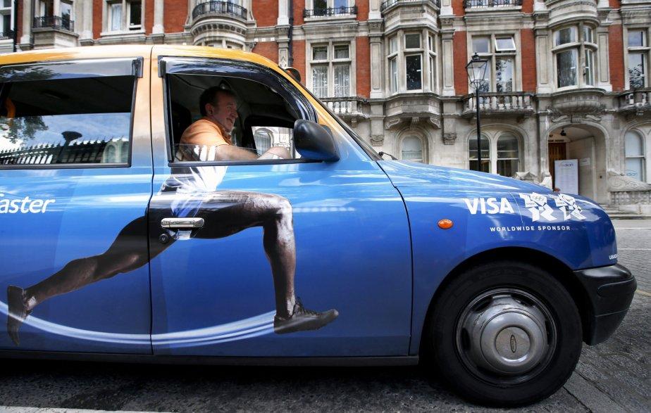 Le chauffeur de taxi Richard Meid, stationné devant le British Museum, n'a pas peur de courir pour que ses clients arrivent à temps à destination. | 8 août 2012