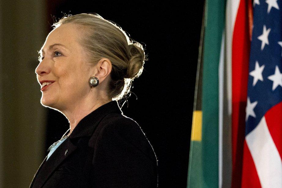 Hillary Clinton, qui arrive d'Afrique du Sud, doit... (PHOTO JACQUELYN MARTIN, AGENCE FRANCE-PRESSE)