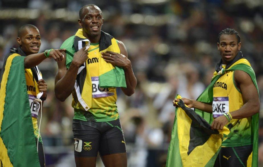Les Jamaïcains ont réalisé un triplé au 200 mètres alors que Usain Bolt (au centre) a remporté l'or devant ses compatriotes Yohan Blake (à droite) et Warren Weir (à gauche). | 9 août 2012