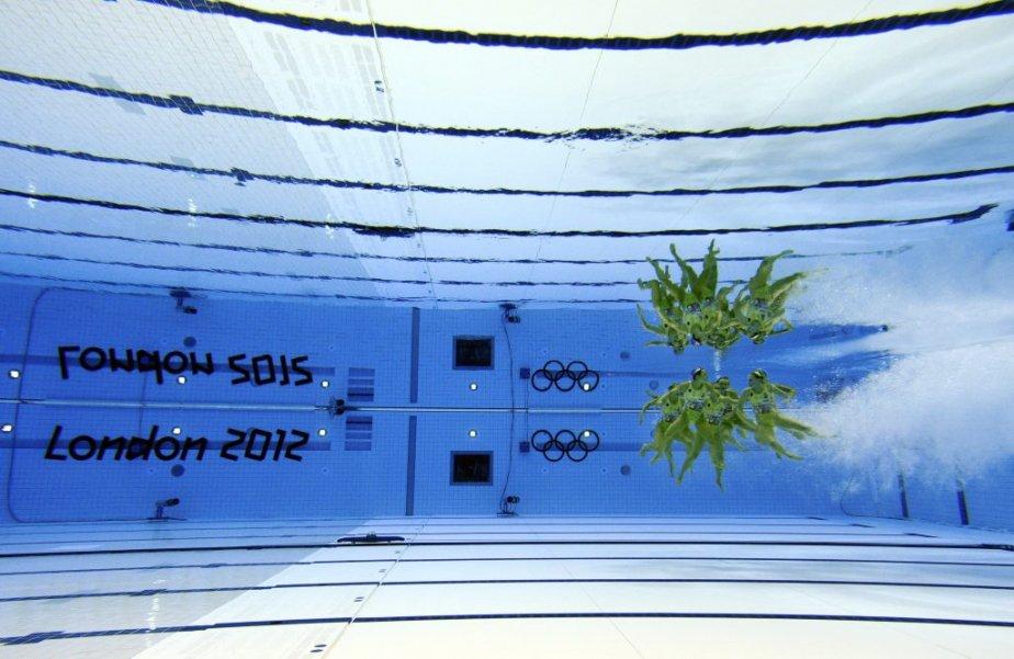 Les plongeuses australiennes Loudy Wiggins et Rachel Bugg s?élancent de la tour de 10 mètres. Le duo a été écarté du podium olympique par les Québécoises Roseline Filion et Meaghan Benfeito, médaillées de bronze. | 10 août 2012