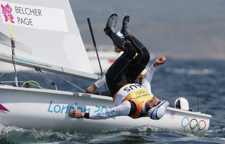 Les Australiens Mathew Belcher et Malcolm Page célèbrent après avoir remporté la médaille d'or en voile dans la catégorie 470. | 10 août 2012