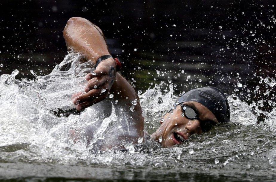 Le Tunisien Oussama Mellouli a remporté le marathon de 10 kilomètres en natation en eau libre, dans les eaux du lac Serpentine à Hyde Park. | 10 août 2012