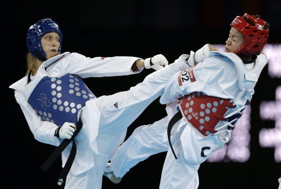La Québécoise Karine Sergerie (à droite) s?est inclinée 10-5 en quarts de finale devant la Slovène Franka Anic dans la catégorie des 67 kilos et moins en taekwondo. | 10 août 2012