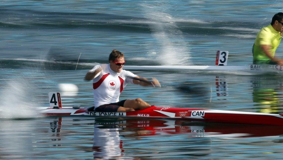 Le Canadien Mark de Jonge a remporté ses deux courses vendredi pour atteindre la finale du kayak monoplace sur 200 mètres. | 10 août 2012