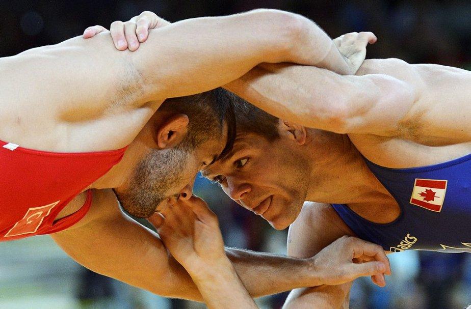 Le lutteur québécois David Tremblay (à droite) a perdu son premier combat chez les 55 kilos et moins. | 10 août 2012