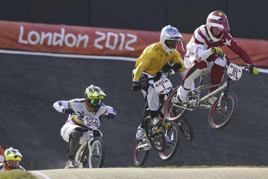 Le Letton Maris Strombergs (à droite) a conservé son titre de champion olympique de BMX. | 10 août 2012
