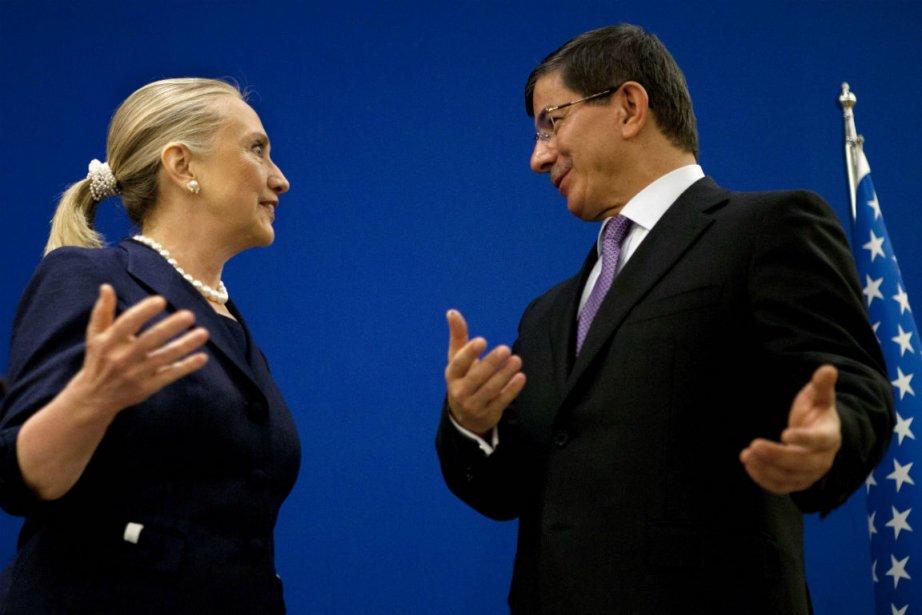 La secrétaire d'État américaine Hillary Clinton et le... (Photo Jacquelyn Martin, Agence France-Presse)