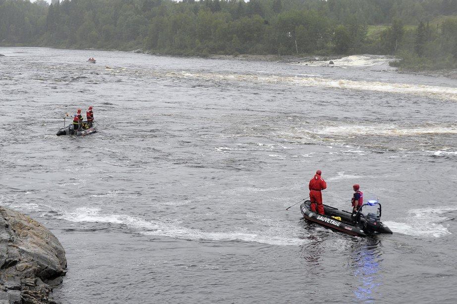 Des équipes de sauveteurs recherchent le jeune homme... (Photo: Gimmy Desbiens, Le Quotidien)