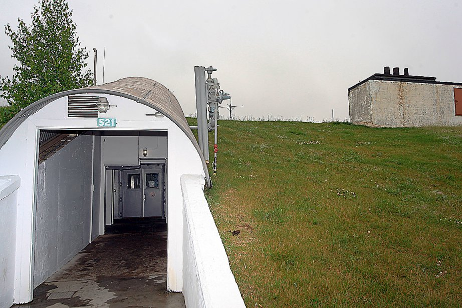 Bunker antinucl aire valcartier hommes importants l for Abri de piscine quebec