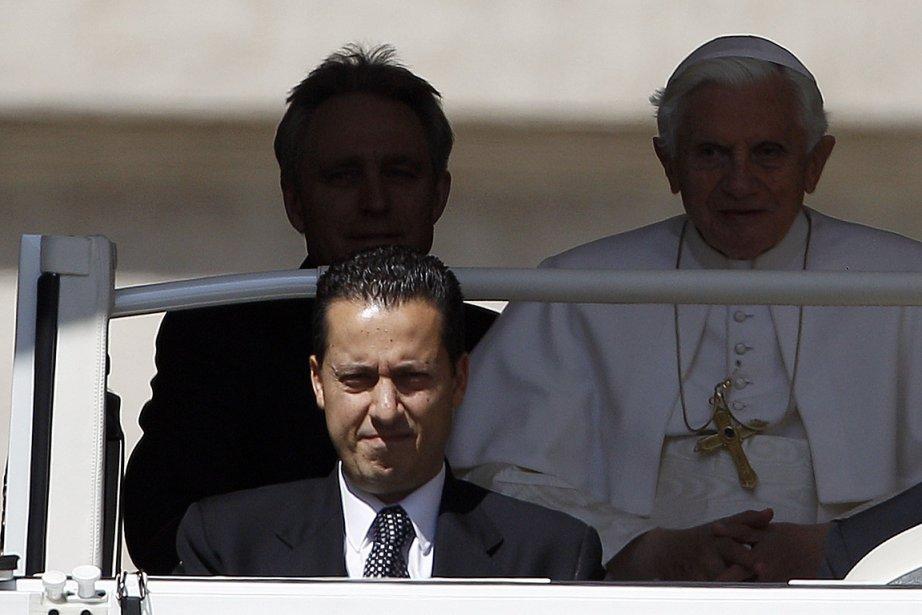 Le majordome du pape, Paolo  Gabriele, apparaît... (Photo: Reuters)