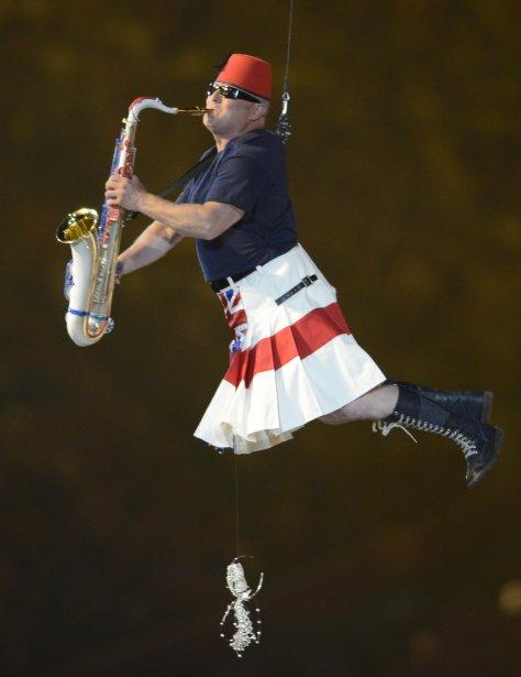 Un des membres des Pet Shop Boys durant leur prestation. | 13 août 2012