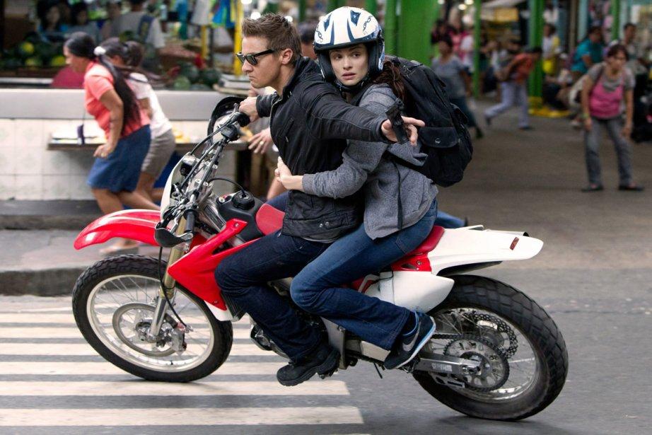 Jeremy Renner et Rachel Weisz dans une scène... (Photo: fournie par Universal Pictures)