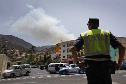 Les quelque 5000 personnes évacuées entre dimanche et... (Photo: AFP)