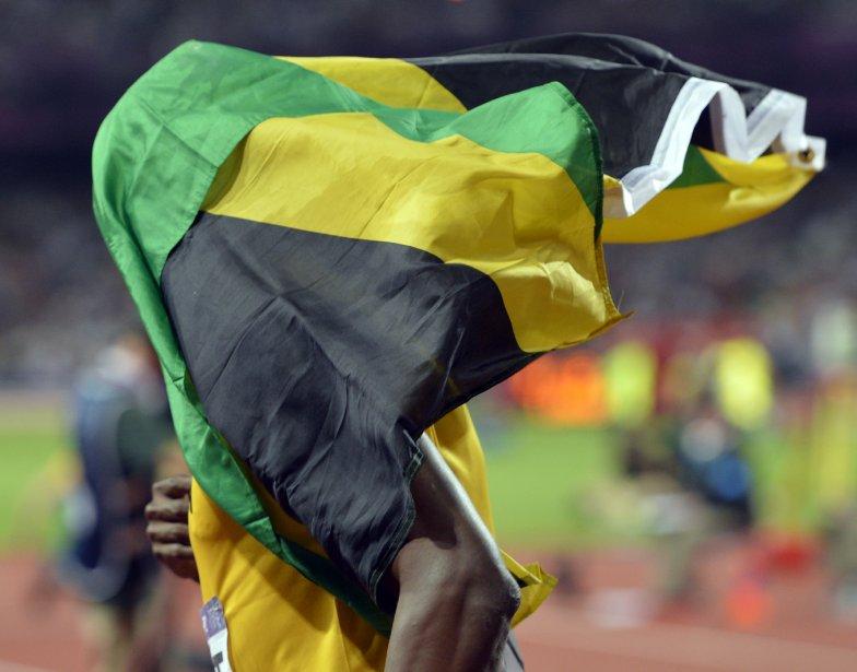 Usain Bolt s?est couvert du drapeau de la Jamaïque après sa victoire au 100 m. | 14 août 2012